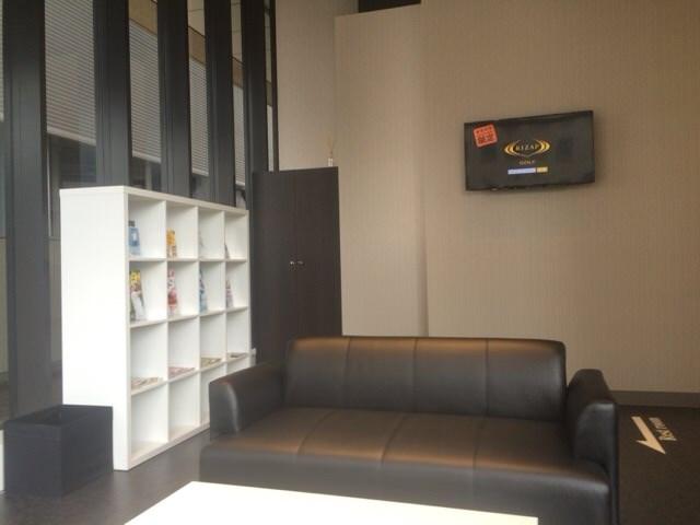 三田店の待合室
