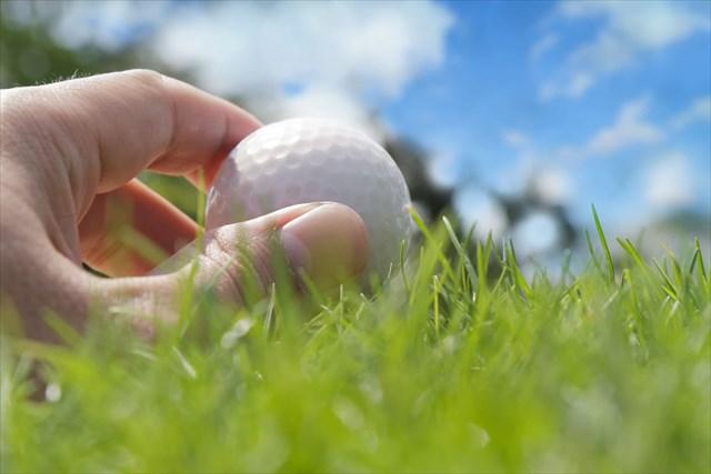 ゴルフボールを動かすのはペナルティ