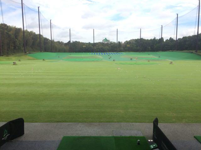 打席から見たゴルフ練習場