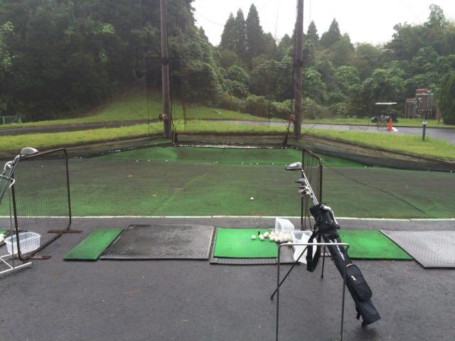 雨の中スイング練習