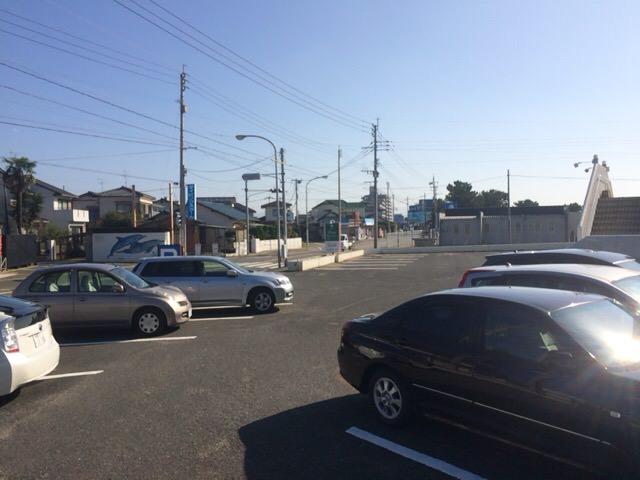 クラブハウス前の駐車場